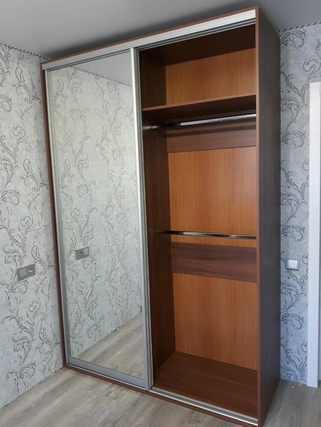 Бельевой шкаф-купе-Шкаф-купе с зеркалом «Модель 410»-фото3