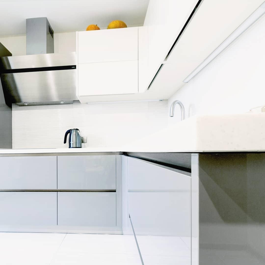 Белый кухонный гарнитур-Кухня МДФ в ПВХ «Модель 615»-фото3